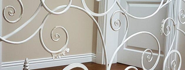 Baltą interjerą papuošė balti raitiniai